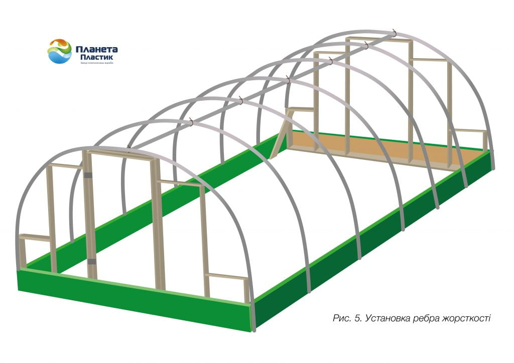 Кріпимо трубу 4 пог. м у верхній точці арок (дуг)